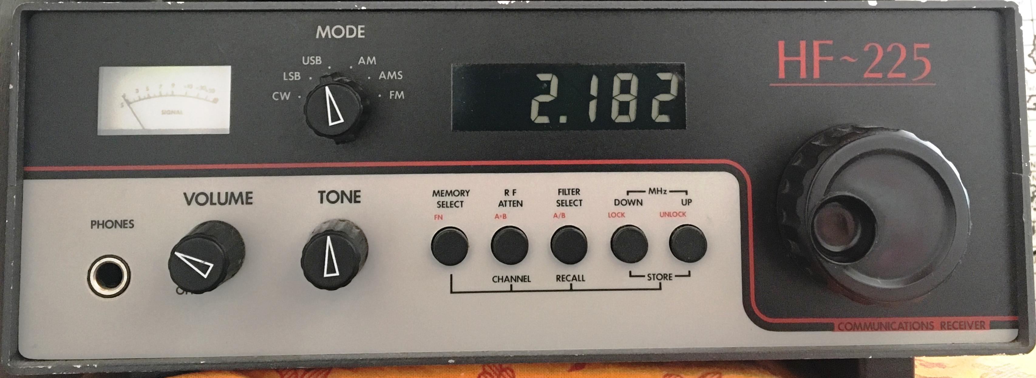 File:LOWE HF 225 (Lightning 2182 kHz USB).png