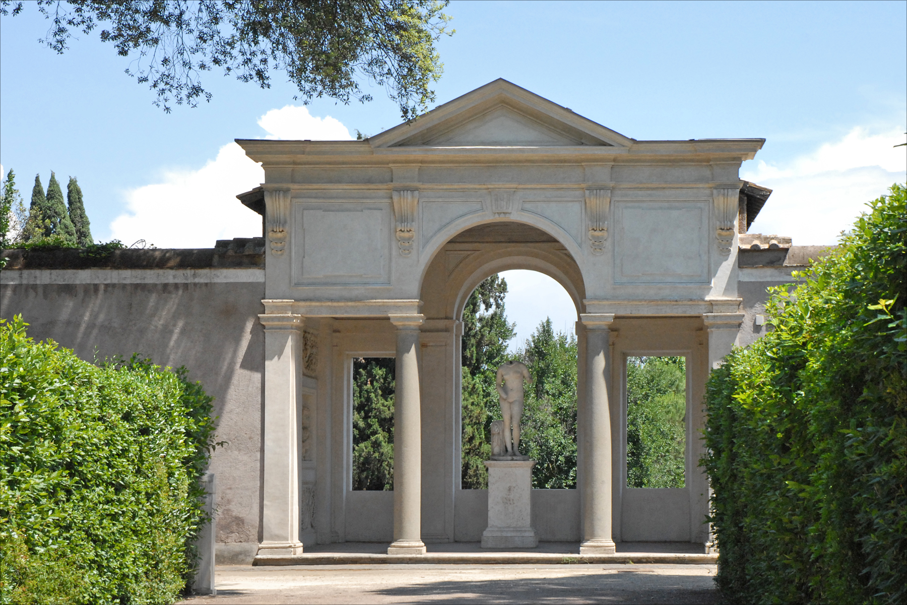 File la loggia dite de cl opatre dans le jardin de la for Jardin villa medicis rome