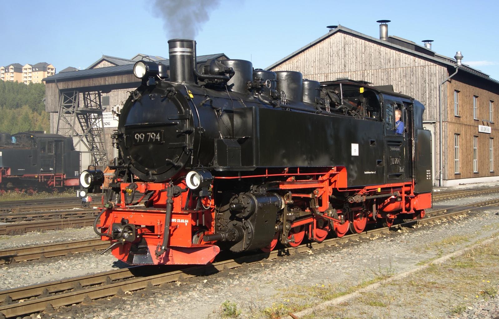File:Liesel 09-10-2010 99 794 im Bahnhof Oberwiesenthal.JPG