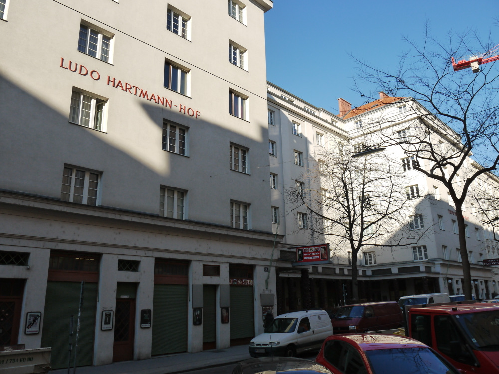 Ludo-Hartmann-Hof Gesamt.JPG