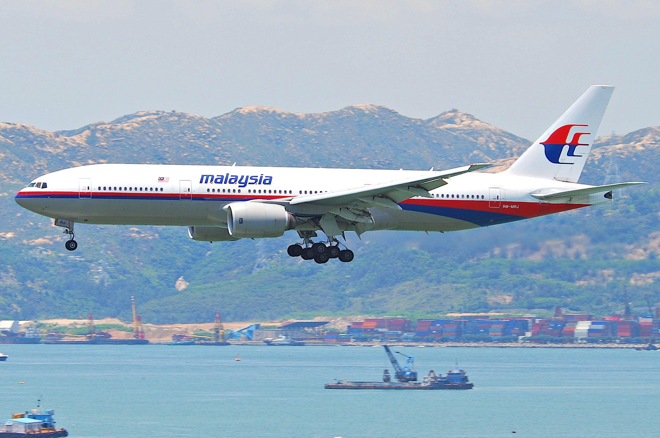 Description Malaysia Airlines Boeing 777 200ER; 9M MRJ@HKG;04.08.2011