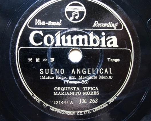 Primer disco grabado por la Orquesta Típica Marianito Mores, Sueño angelical (天使の夢) del compositor japonés Masao Koga en tiempo de tango.