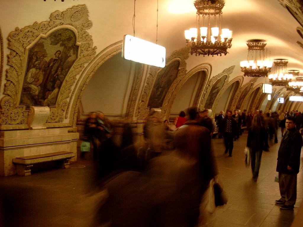 Description metro moscow kievskaja station 2