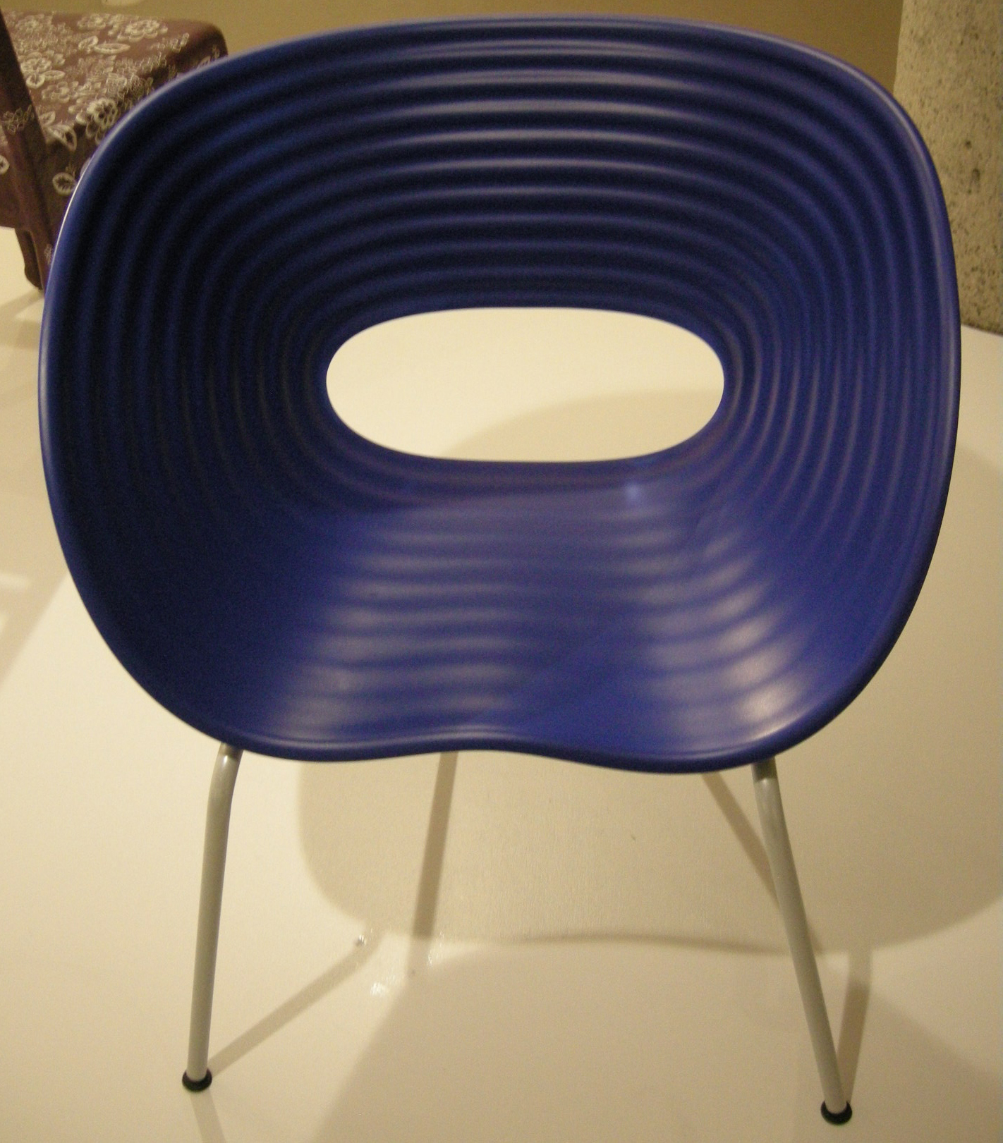 File Ngv design ron arad tom vac chair 1997 JPG