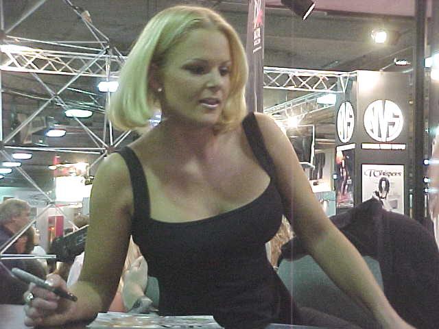 File:Nikki Tyler CES2000 2.jpg - Wikimedia Commons