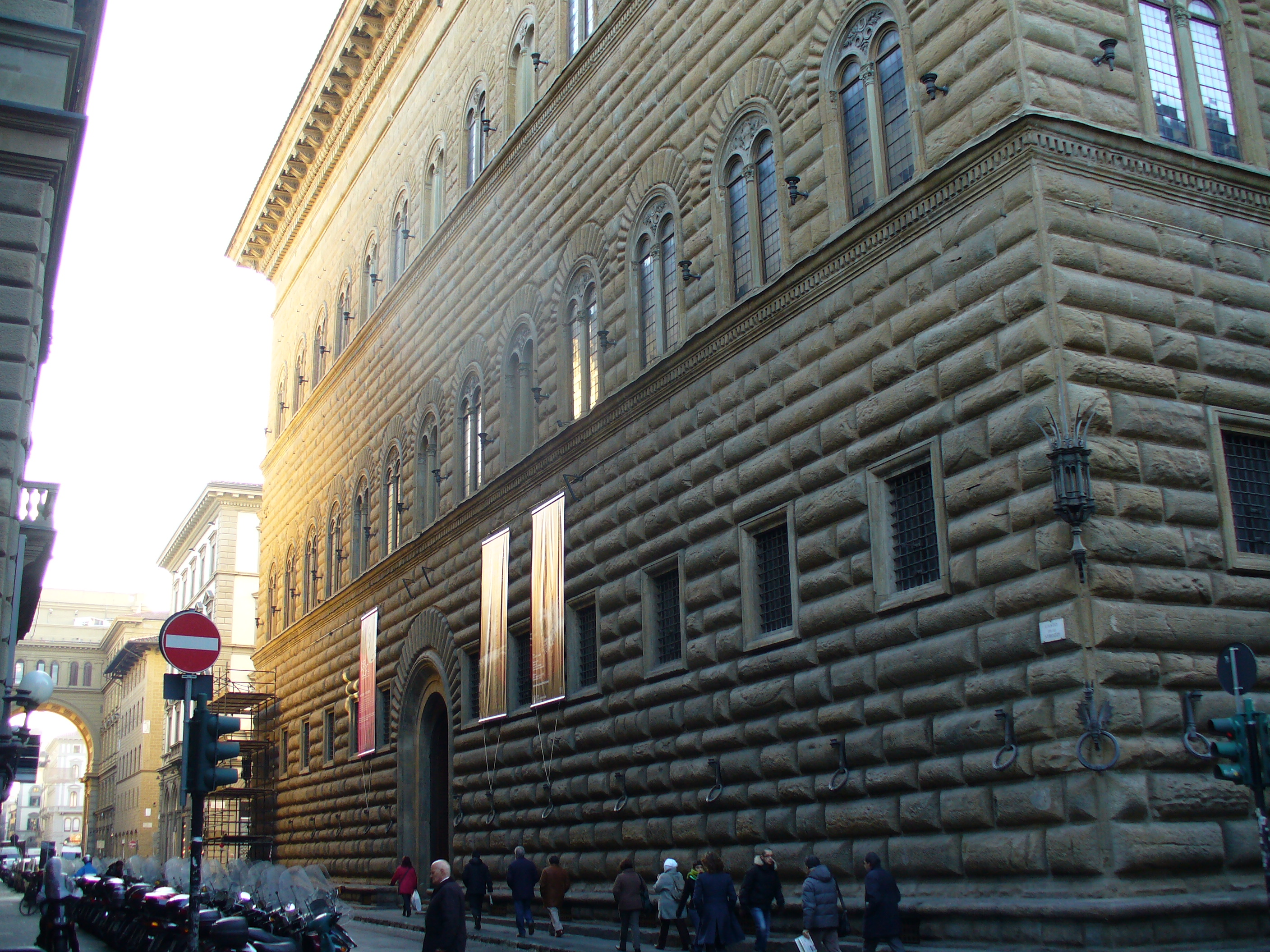 how tall is palazzo strozzi