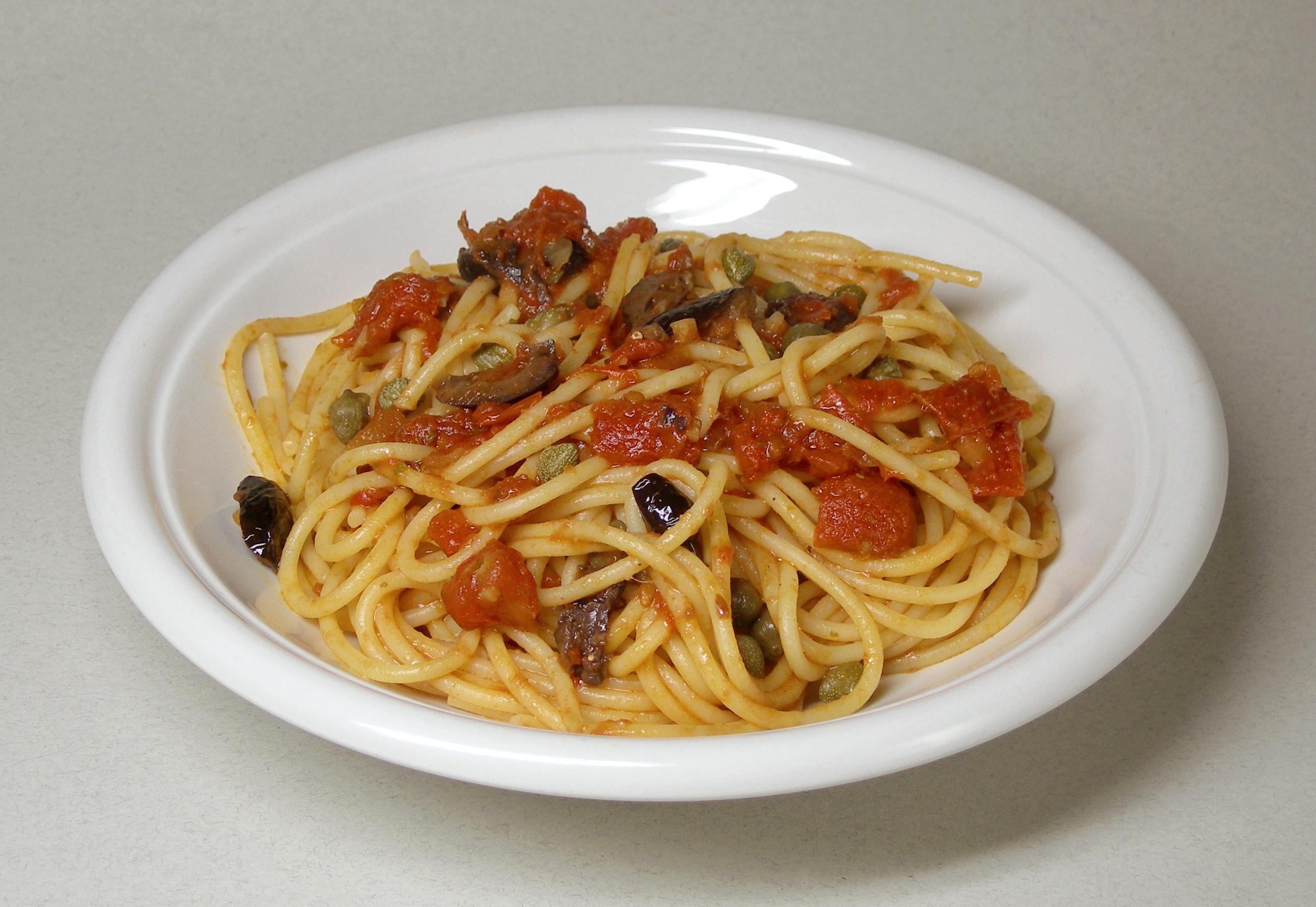 Spaghetti Alla Puttanesca Auf Dirnenhafte Art Sind Ein Aus Pictures