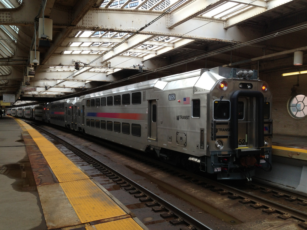 how to get to penn station from newark airport