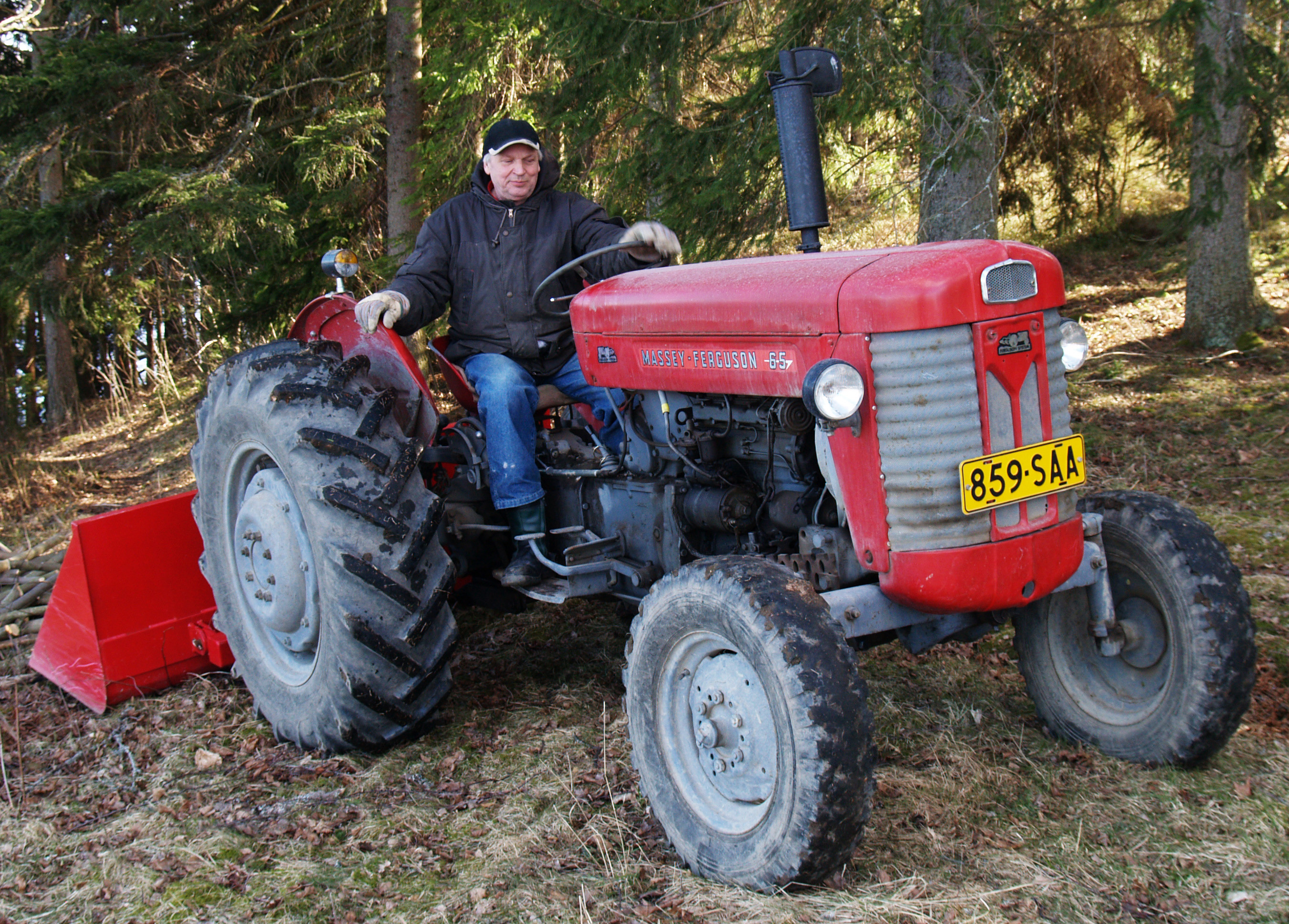File Red Massey Ferguson 65 2 Jpg Wikimedia Commons