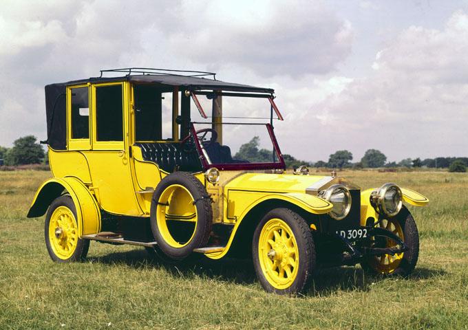 https://upload.wikimedia.org/wikipedia/commons/3/38/Rolls-Royce_Silver_Ghost.jpg