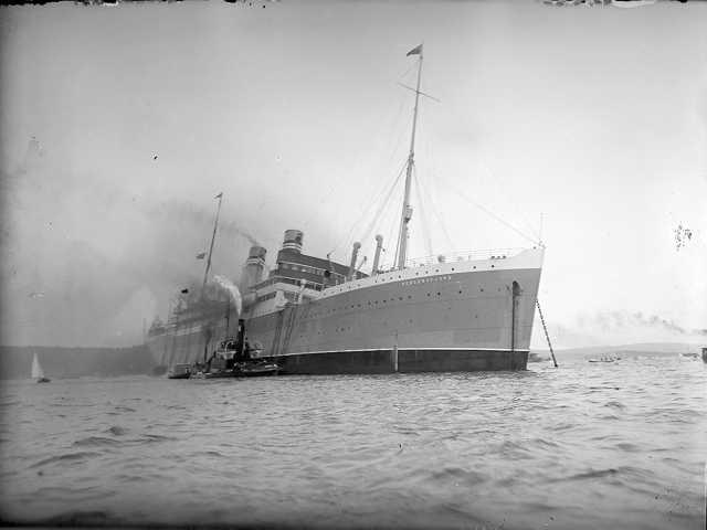 File:SS Bergensfjord on fire in 1924.jpg - Wikimedia Commons