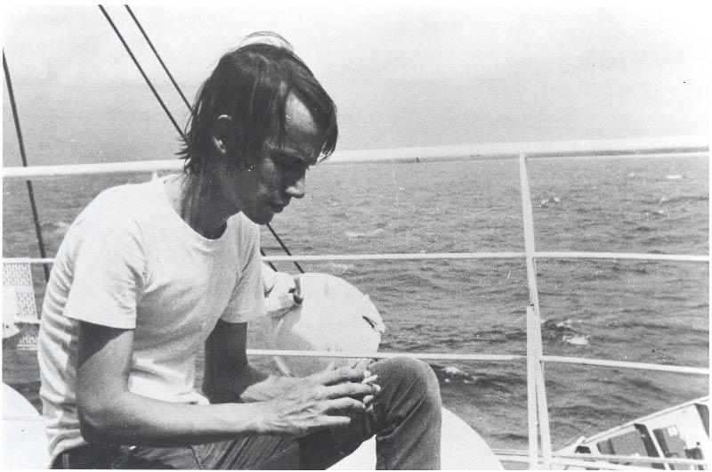 Silvio Rodríguez a bordo del Playa Girón