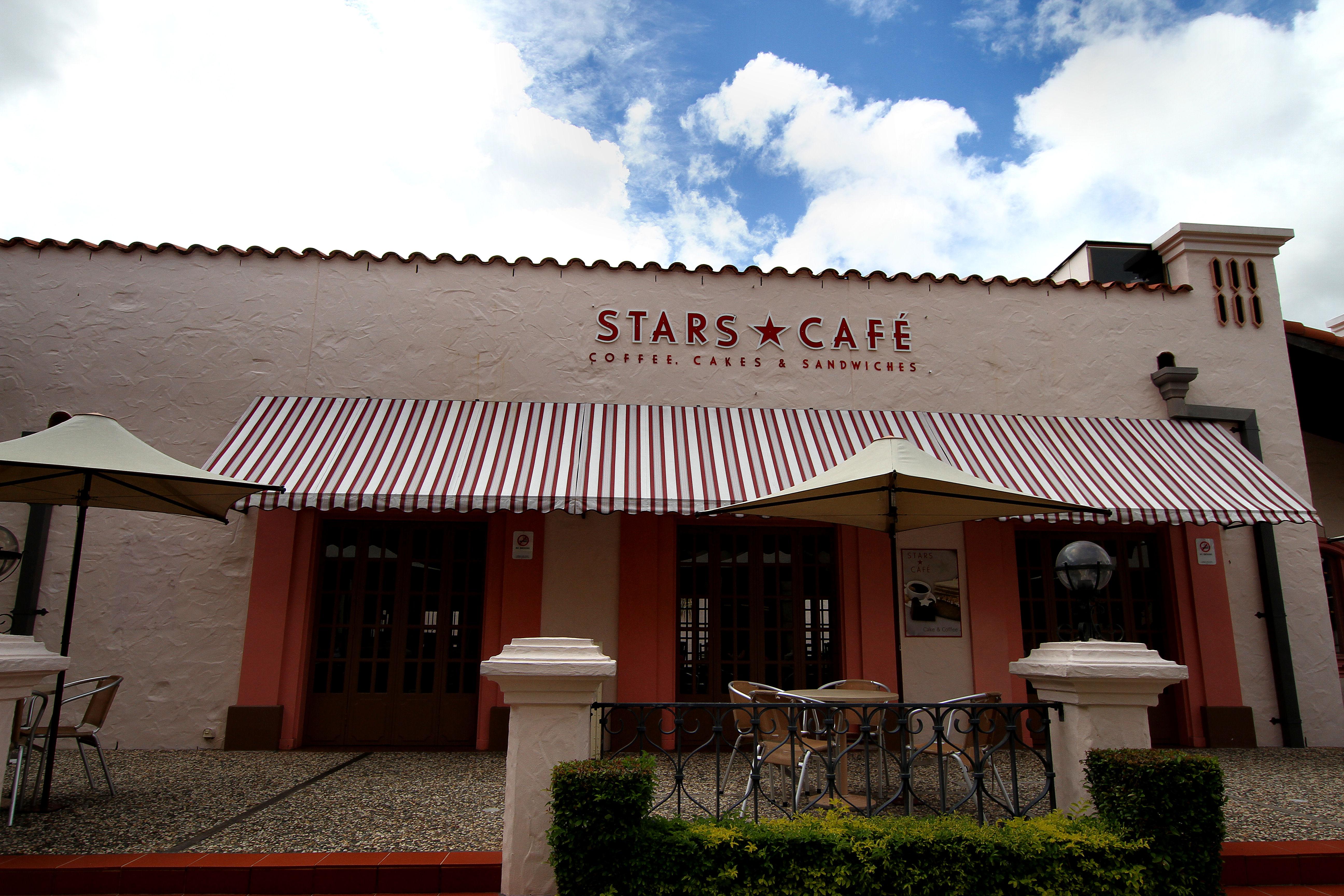 Filestars cafe at warner bros movie worldg wikimedia commons filestars cafe at warner bros movie worldg gumiabroncs Images
