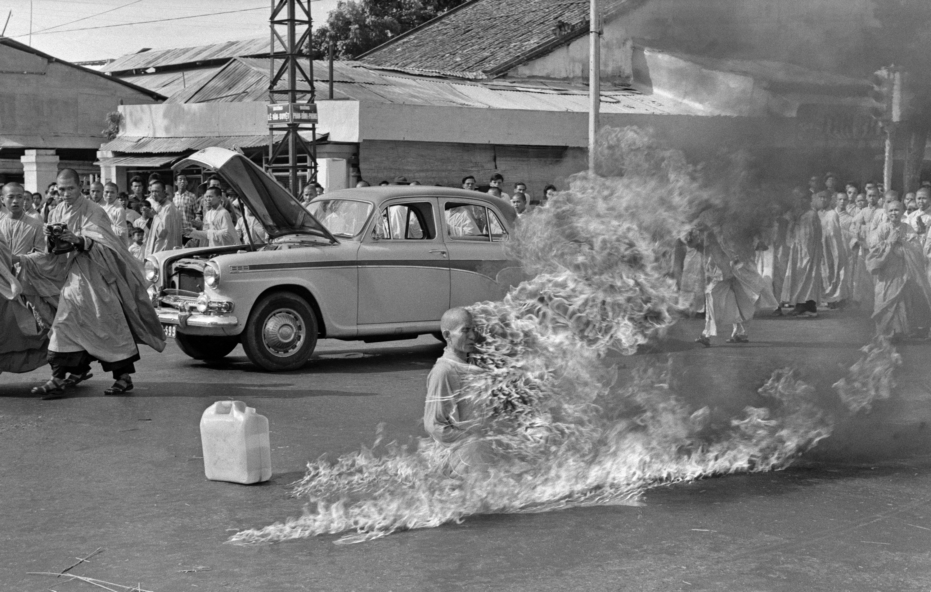 Thích Quảng Đứcu0027s Self Immolation During The Buddhist Crisis (created By  Malcolm Browne; Nominated By Ramaksoud2000)