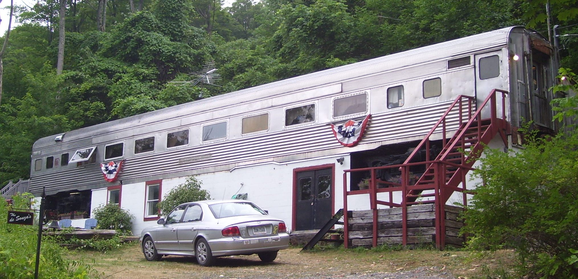 Train_car_house_Glen_Haven_Road