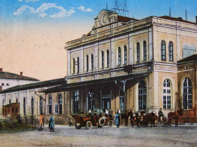 File:Vilnius-train-station-1915-postcard.JPG