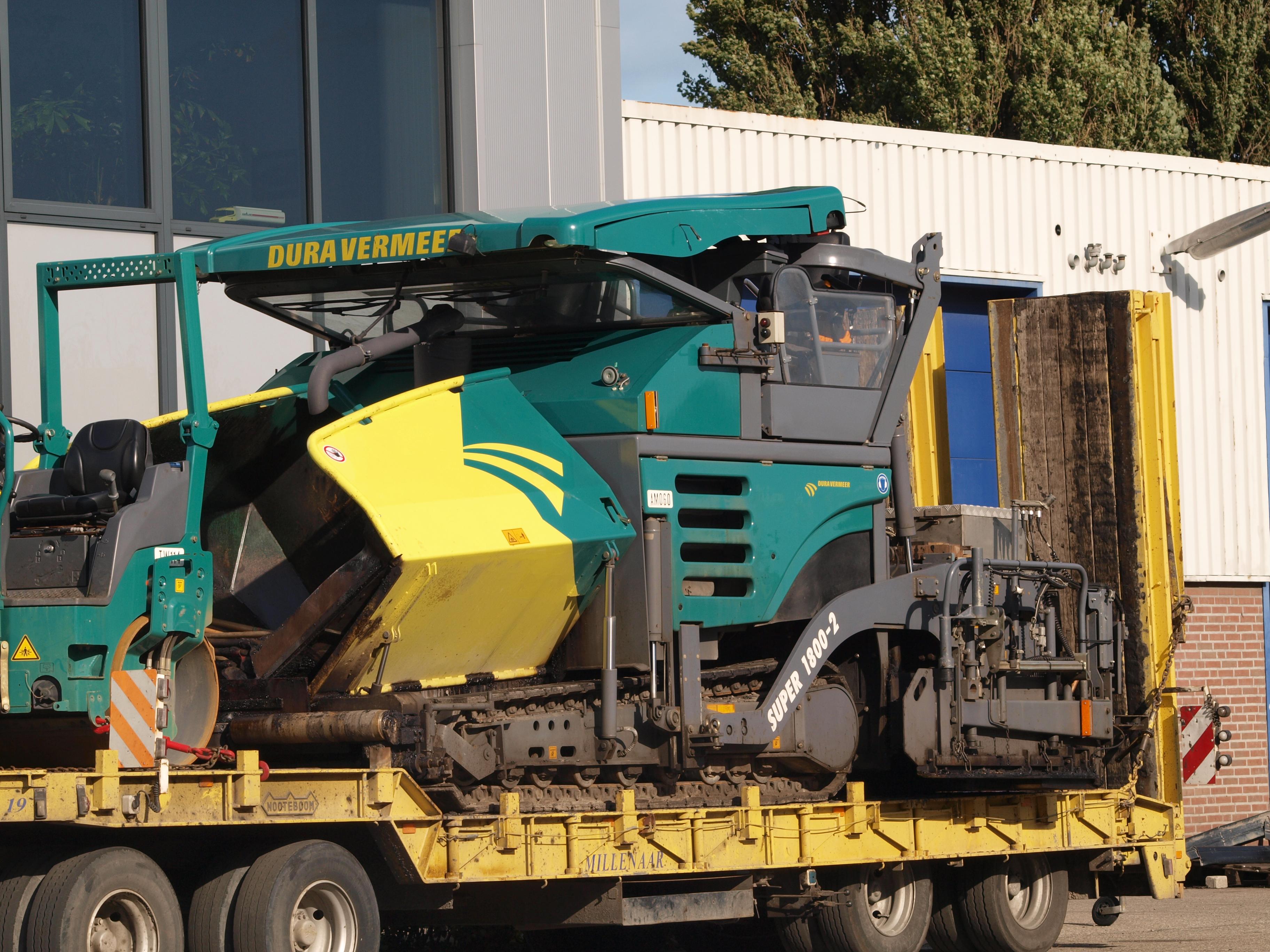 File:Vogele Super 1800-2 (owner Dura Vermeer).JPG