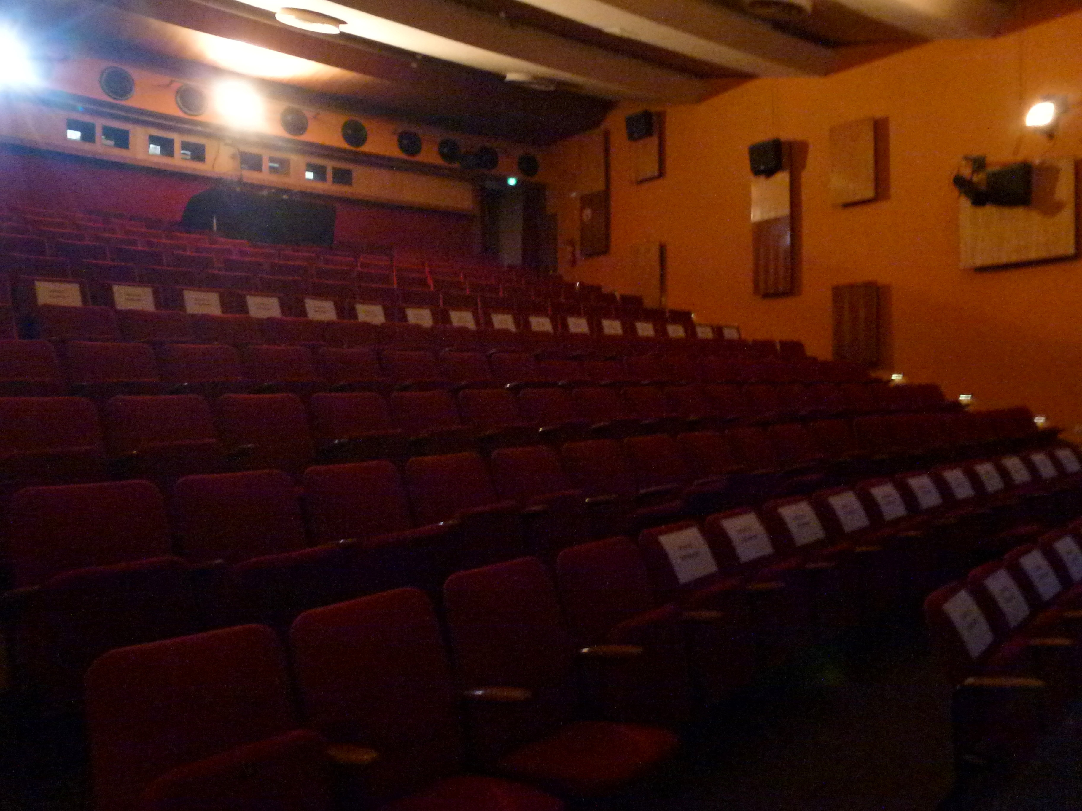 File Wedding Centre Francais Kinosaal Jpg Wikimedia Commons