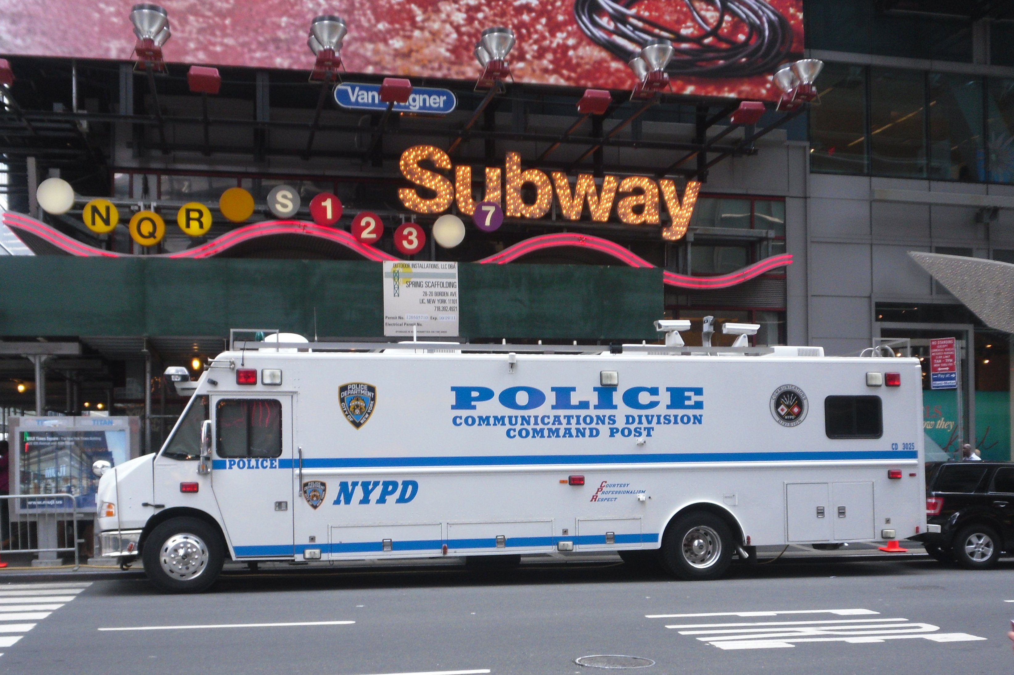 Build A Truck >> File:00-NYC-police-truck-1.JPG - Wikimedia Commons