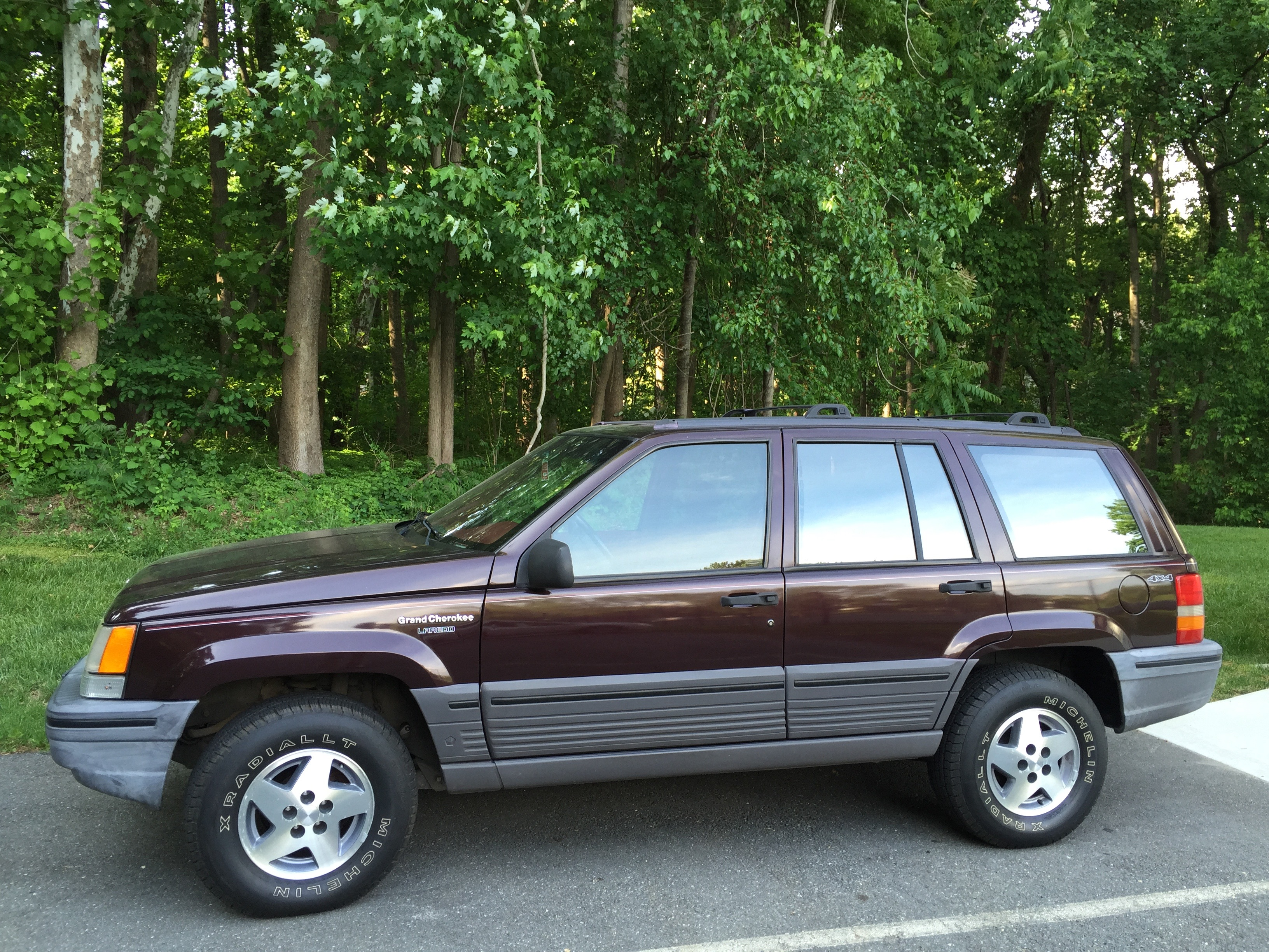 File 1993 Jeep Grand Cherokee Laredo Blackberry With Crimson Interior 04 Jpg Wikimedia Commons