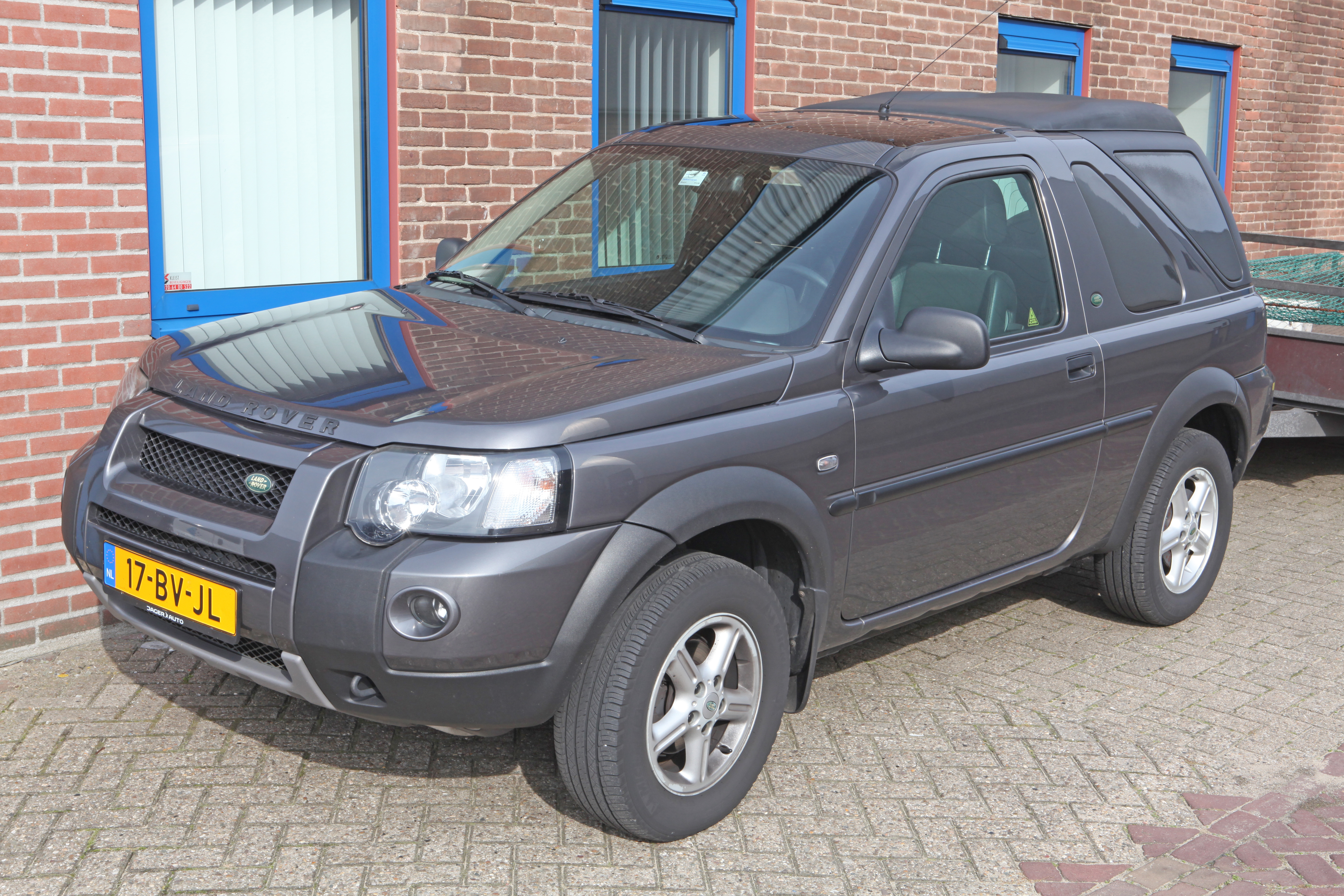 File:2005 Land Rover Freelander 2.0 TD 4 Automatic 3 door Commercial ...