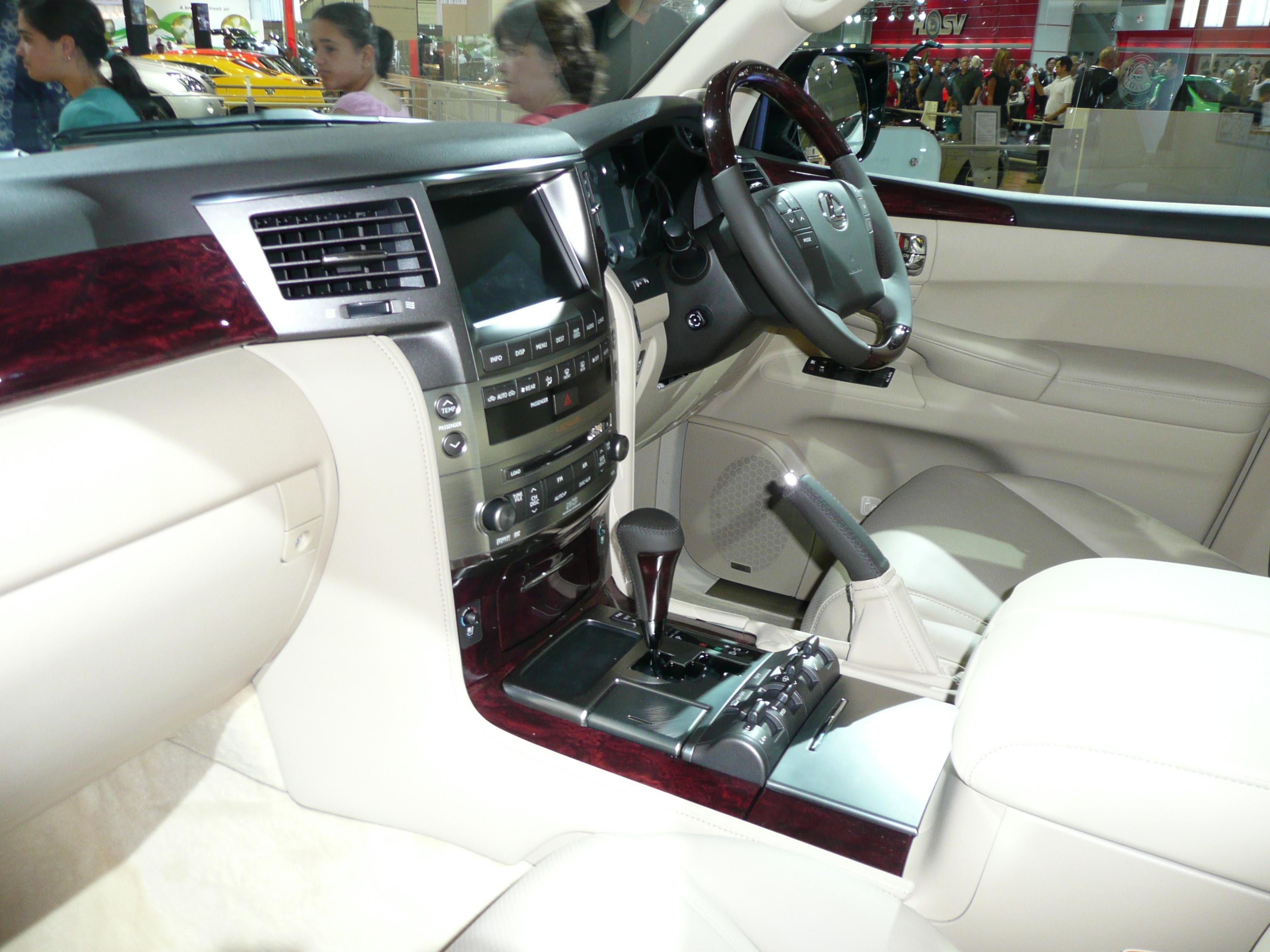 File:2007 Lexus LX 570 (URJ201R) wagon 01.jpg - Wikimedia ...