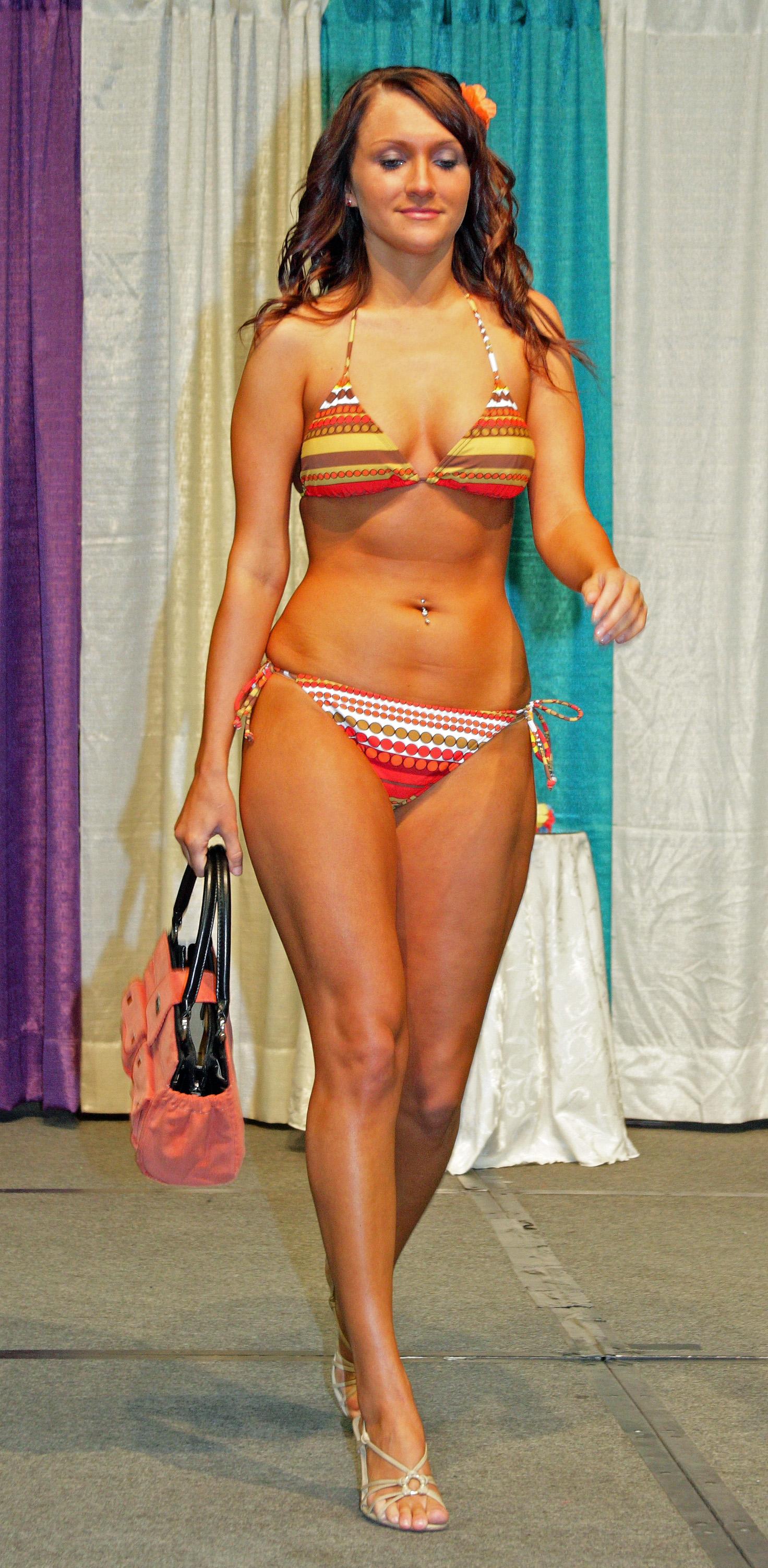 File:2010 Run to the Sun Fashion Show in Anchorage Alaska 01