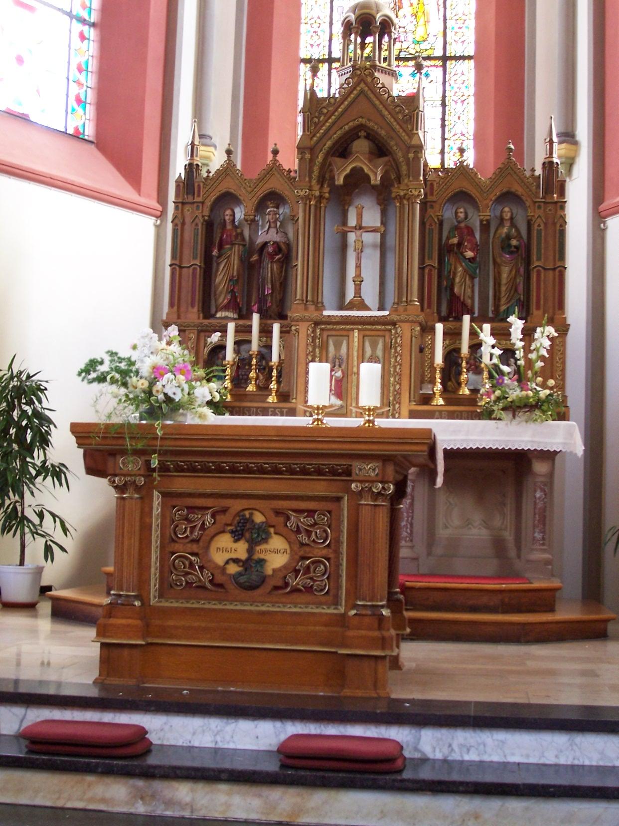 Altar Heiligstes Herz Jesu (Hillesheim-Niederbettingen).jpg