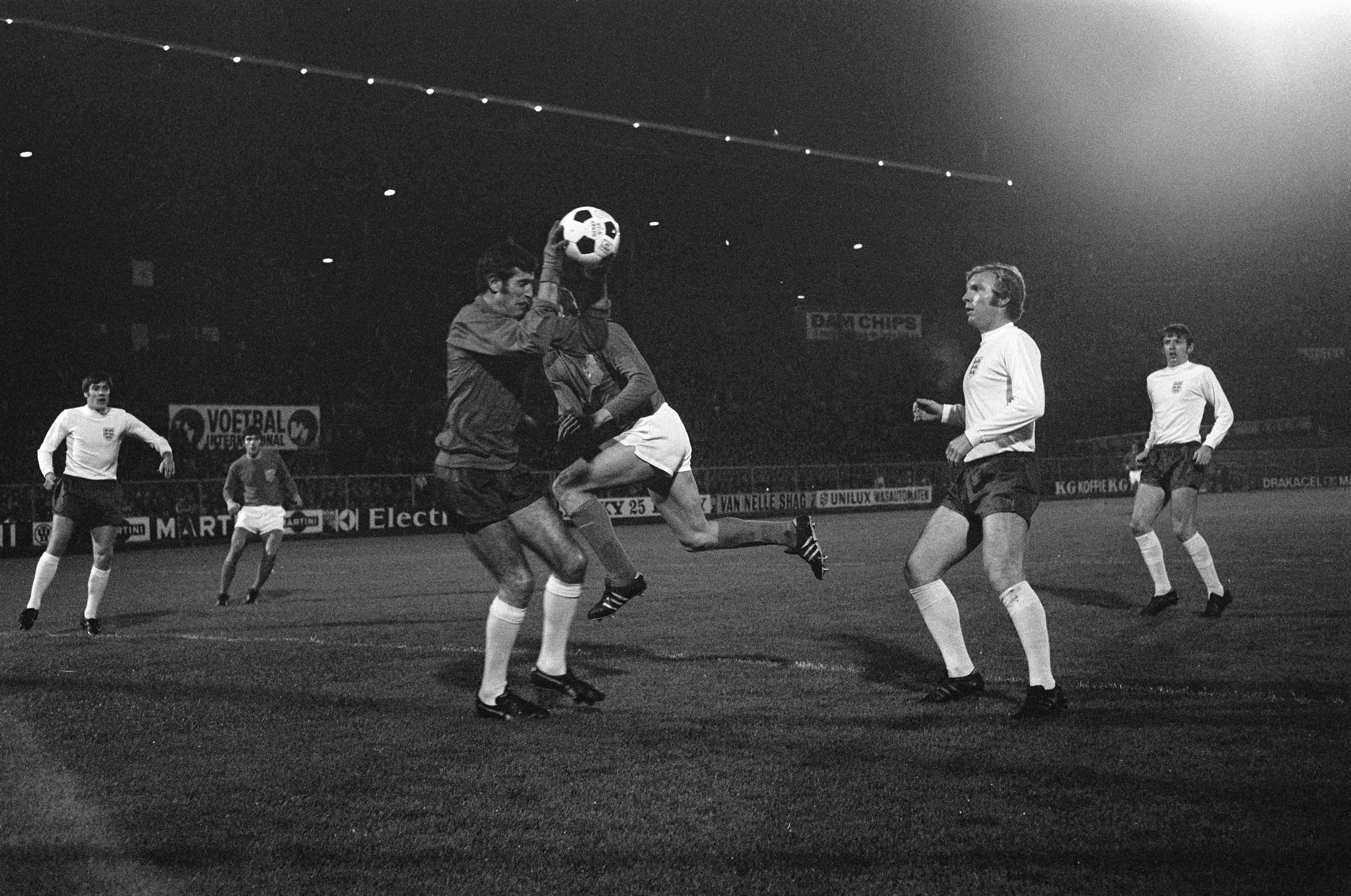Bobby Moore in action for England. Source: By Koch, Eric / Anefo (Gahetna in het nationnal archief) [CC BY-SA 3.0 nl (https://creativecommons.org/licenses/by-sa/3.0/nl/deed.en)], via Wikimedia Commons