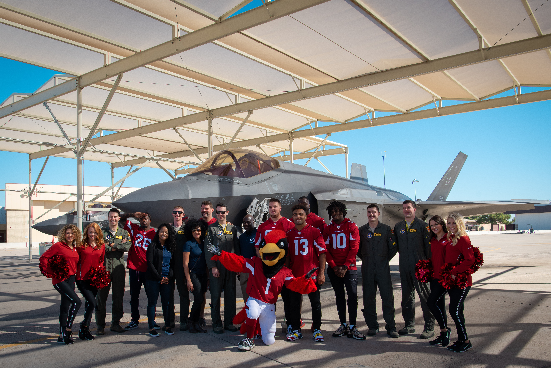 new concept 2c7f0 76f2c File:Arizona Cardinals Salute to Service Visit (4880656).jpg ...