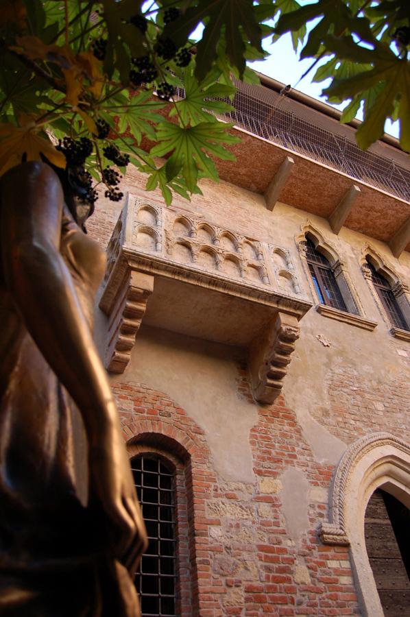 File Balcone Della Casa Di Giulietta Jpg Wikimedia Commons