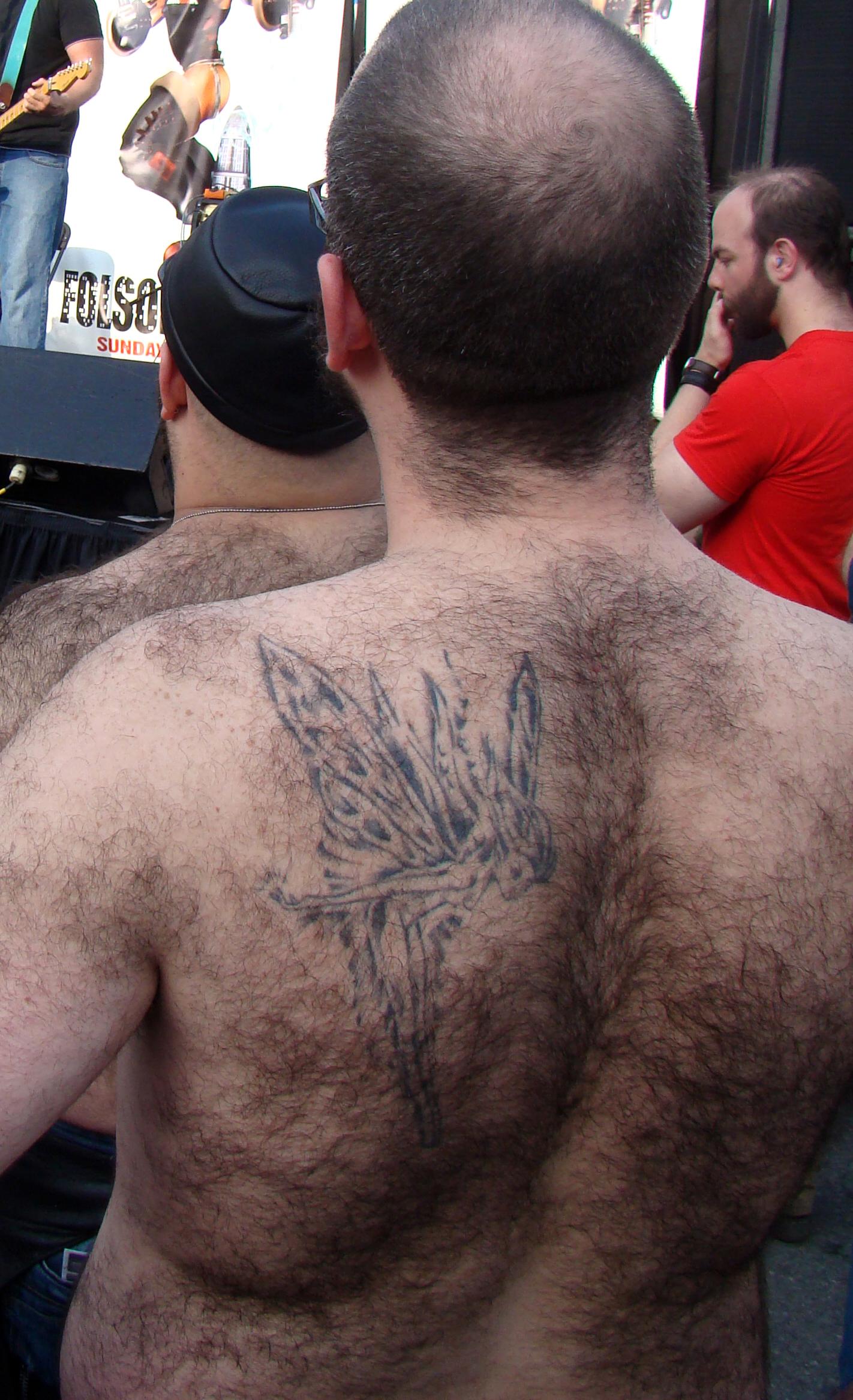 Rückenbehaarung Mann