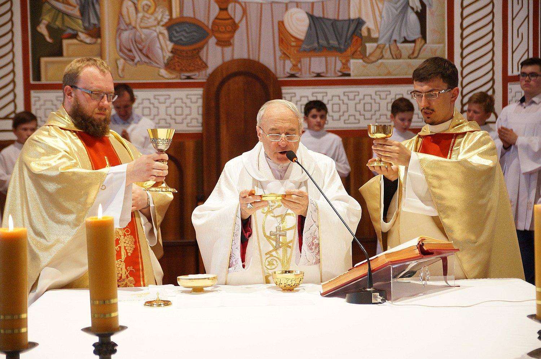 File:Catholic Church in Gomel, Holy Mass.jpg - Wikimedia Commons