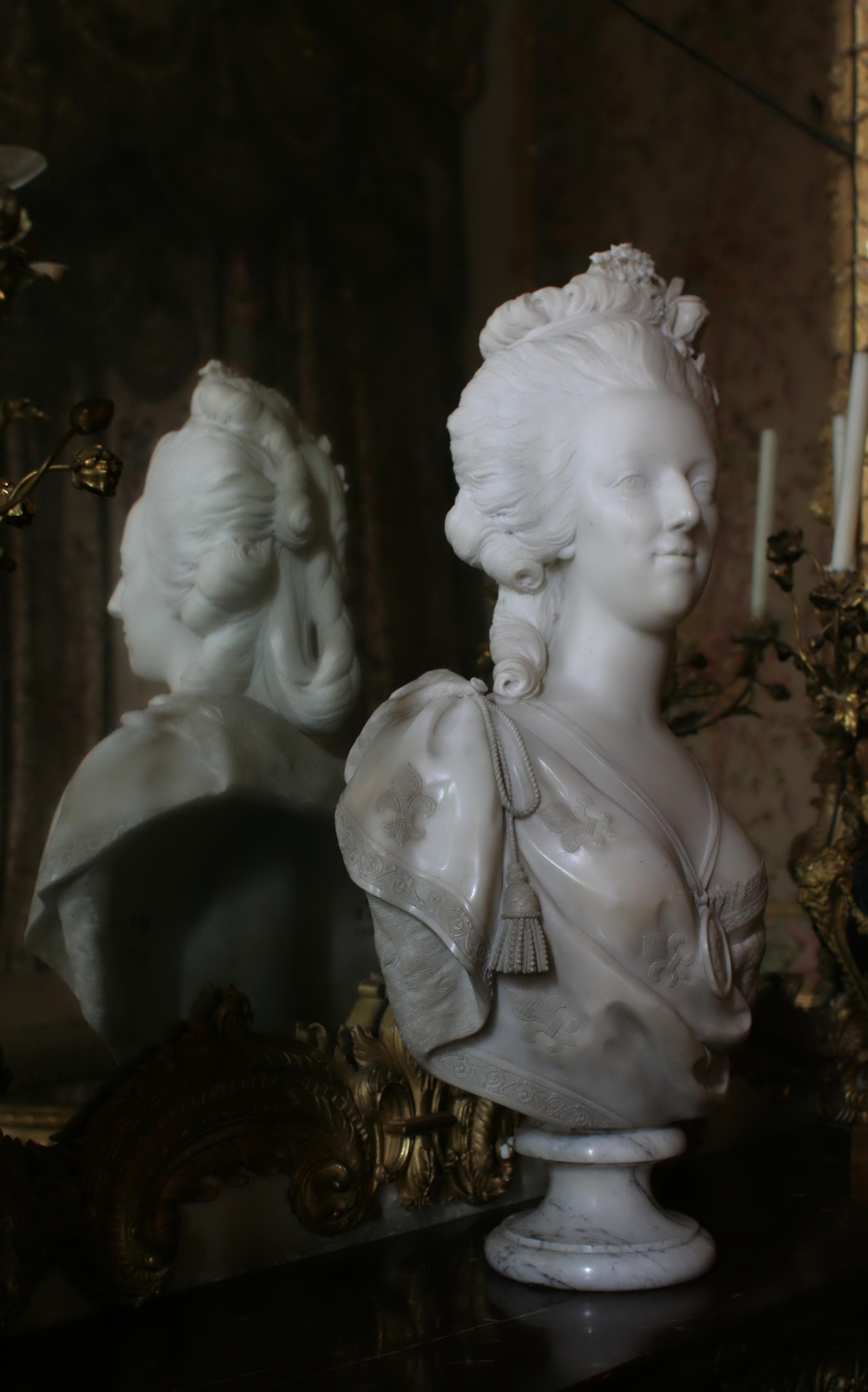 File ch teau de versailles chambre de la reine buste de - Chambre de la reine versailles ...
