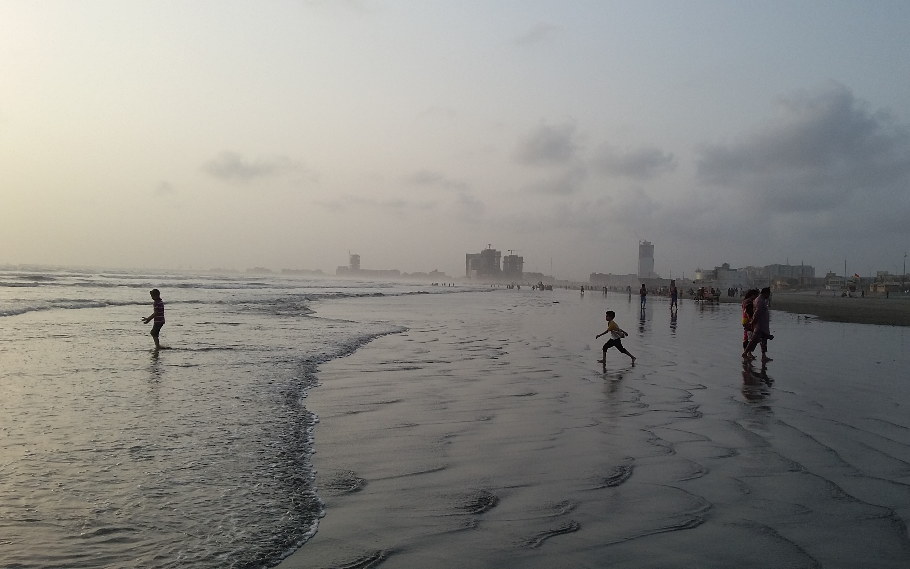 SponsorPitch - Sponsors Clifton beach karachi photos