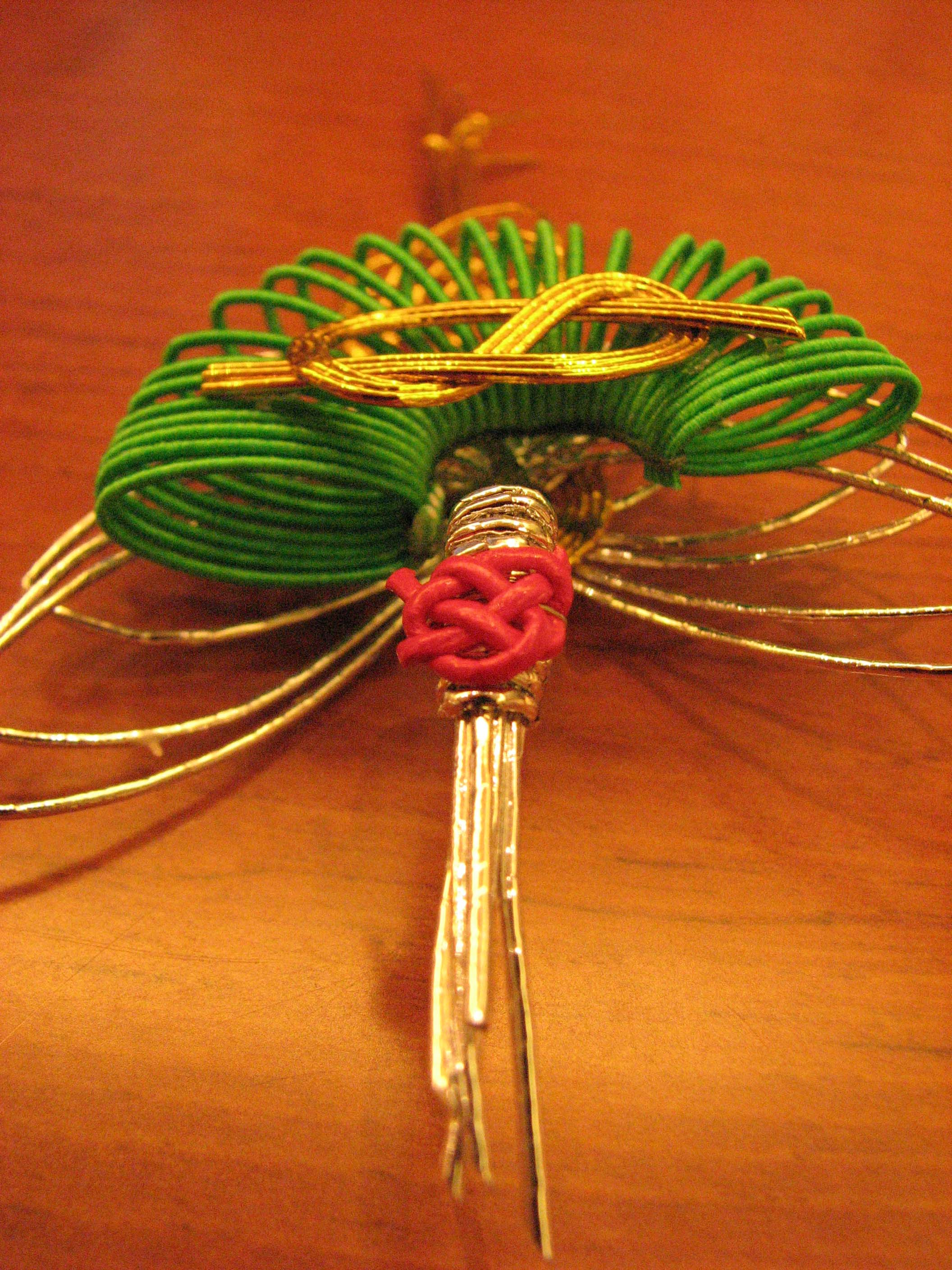 File decoration from wikimedia commons for Decoration on a present
