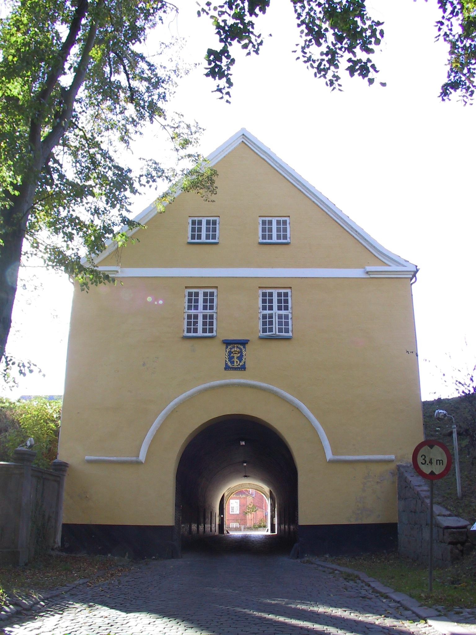 File:Denmark-Nyborg-Landporten gatehouse.jpg - Wikimedia Commons