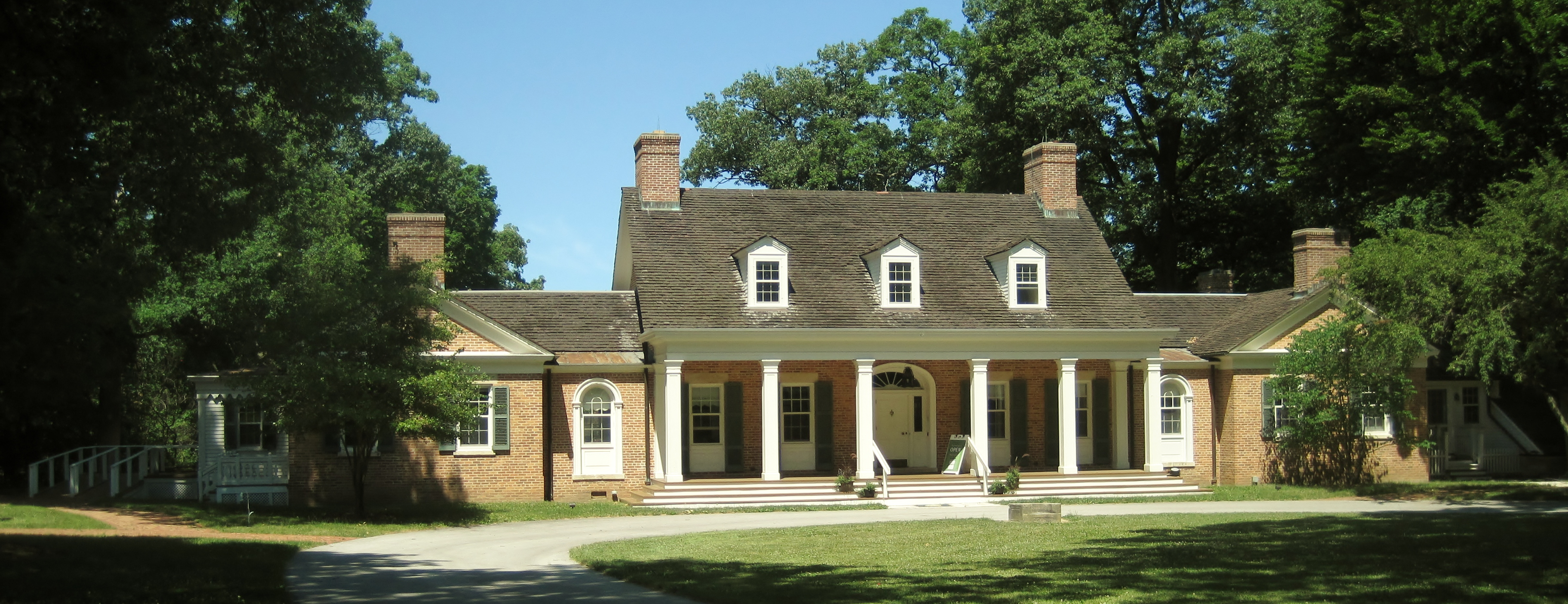 http://upload.wikimedia.org/wikipedia/commons/3/39/Edward_L._Ryerson_Country_House.JPG