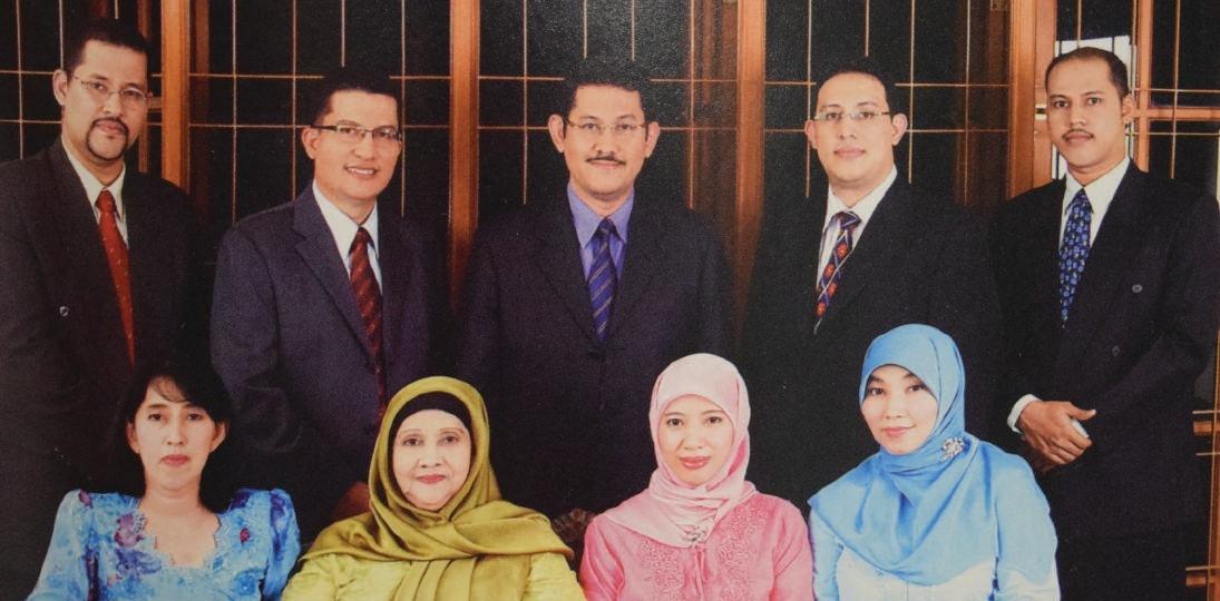 Berkas:Family of Nafisah Ahmad Zen Shahab.jpg - Wikipedia bahasa Indonesia,  ensiklopedia bebas