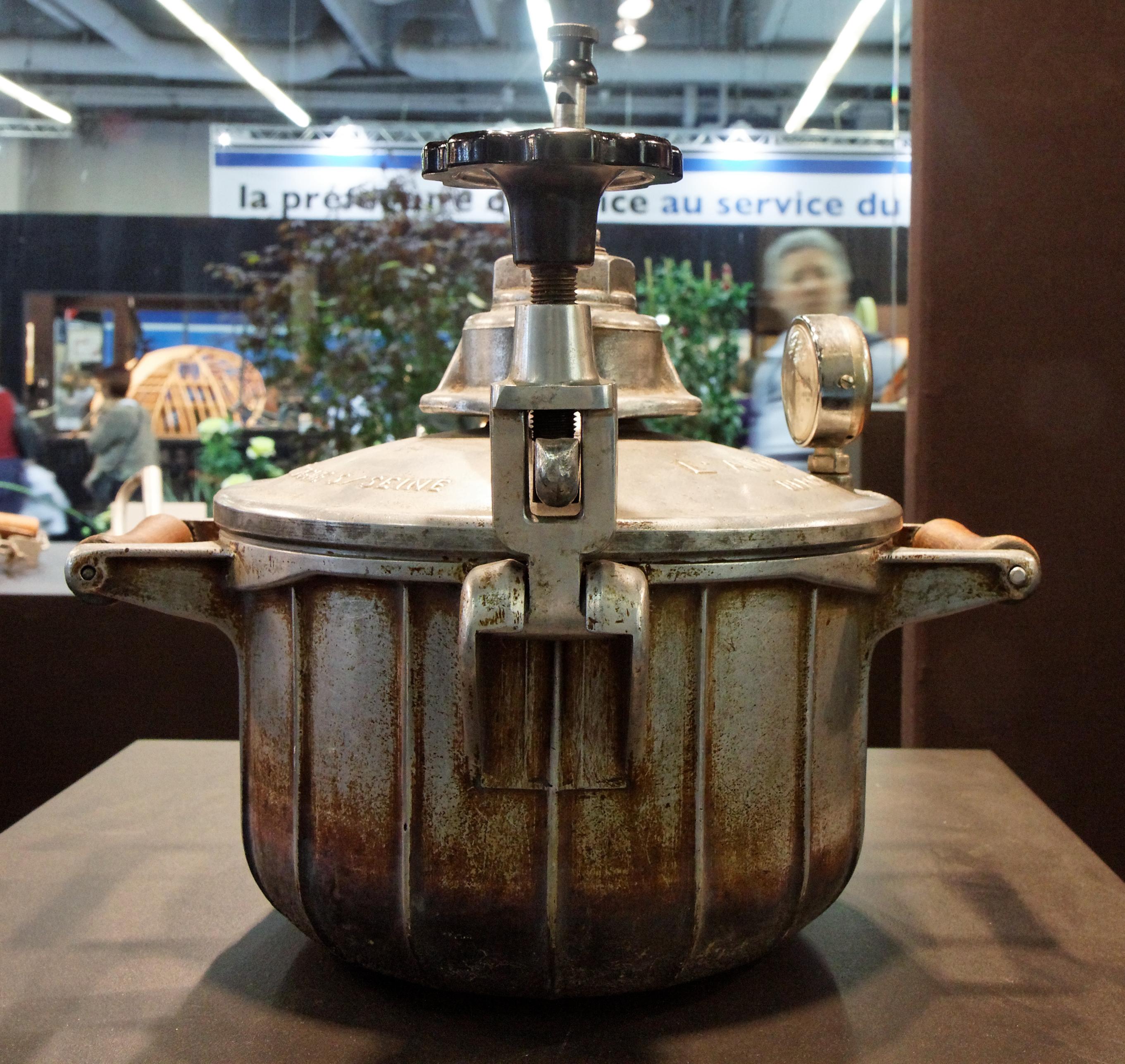 File foire de paris 2011 concours l pine 1911 autocuiseur autothermos - Foire de paris concours lepine ...