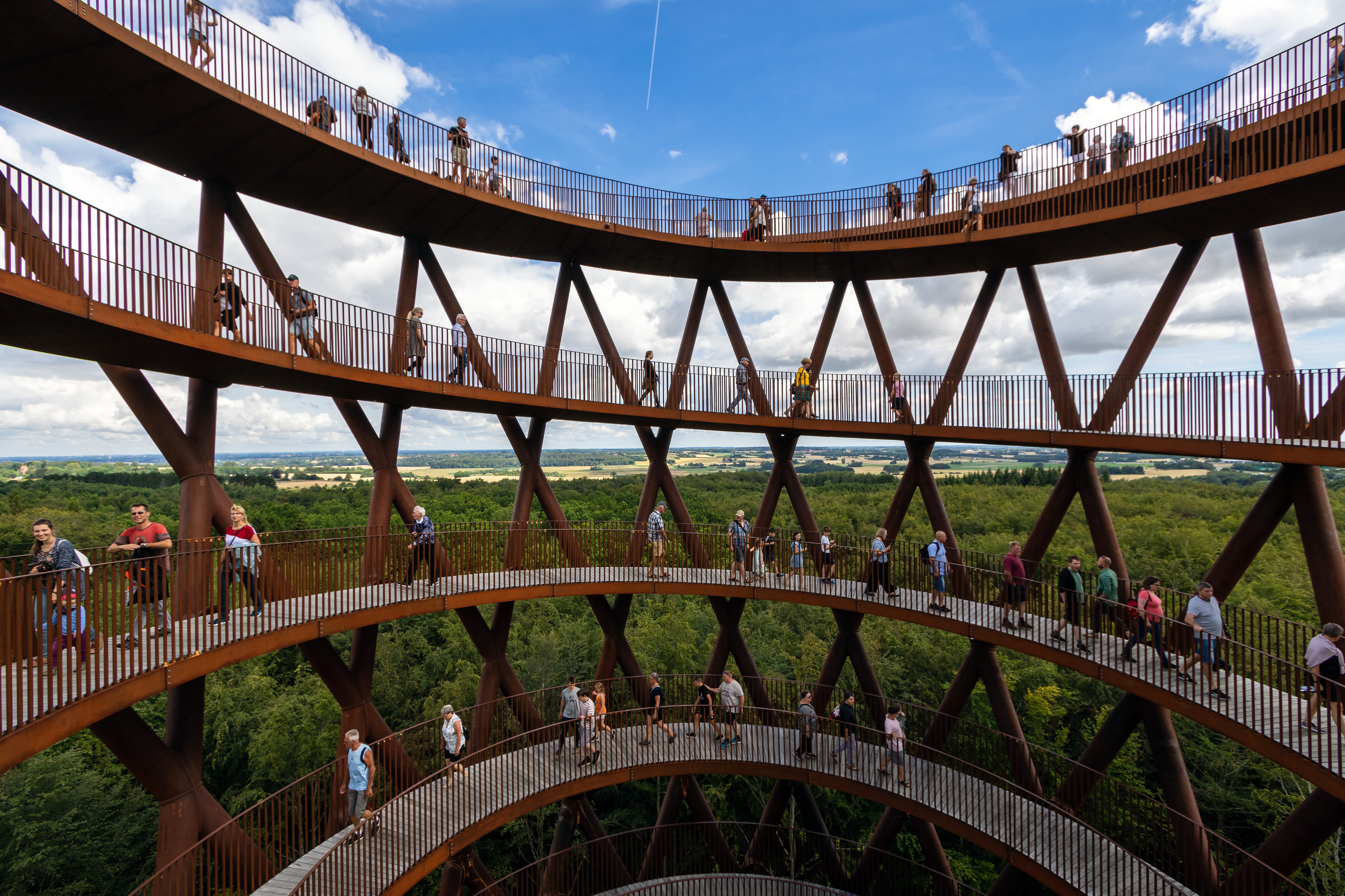 File Forest Tower Of Camp Adventure People Walking In Circles Jpg Wikimedia Commons
