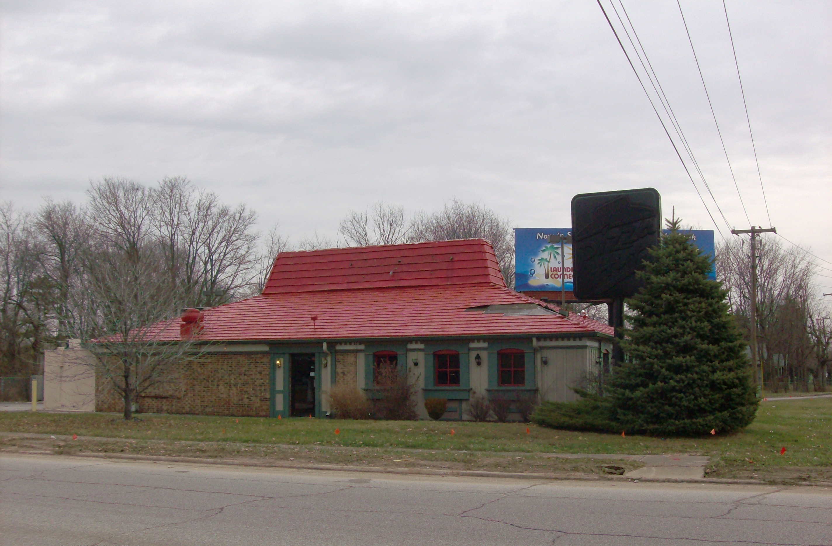 File:Former Pizza Hut, 5570 Crawfordsville Rd ...