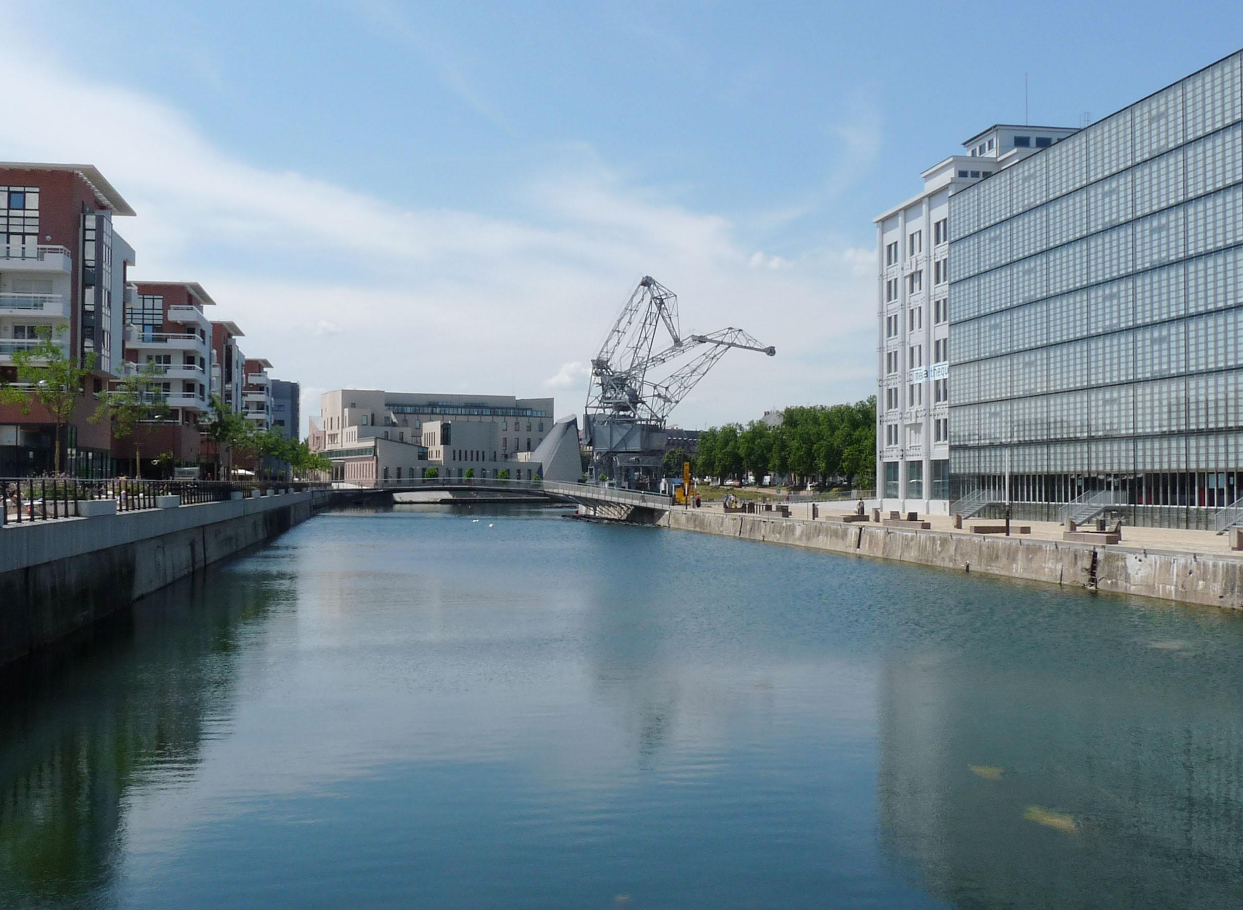 File fronts du neudorf wikimedia commons - Centre commercial rivetoile strasbourg ...