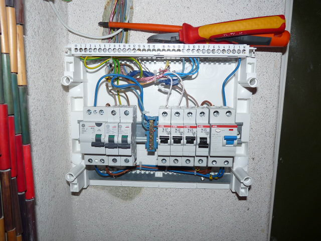 file fuse boxes in old house jpg wikimedia commons how to wire a fuse box in a garage at How To Wire A Fuse Box In A House