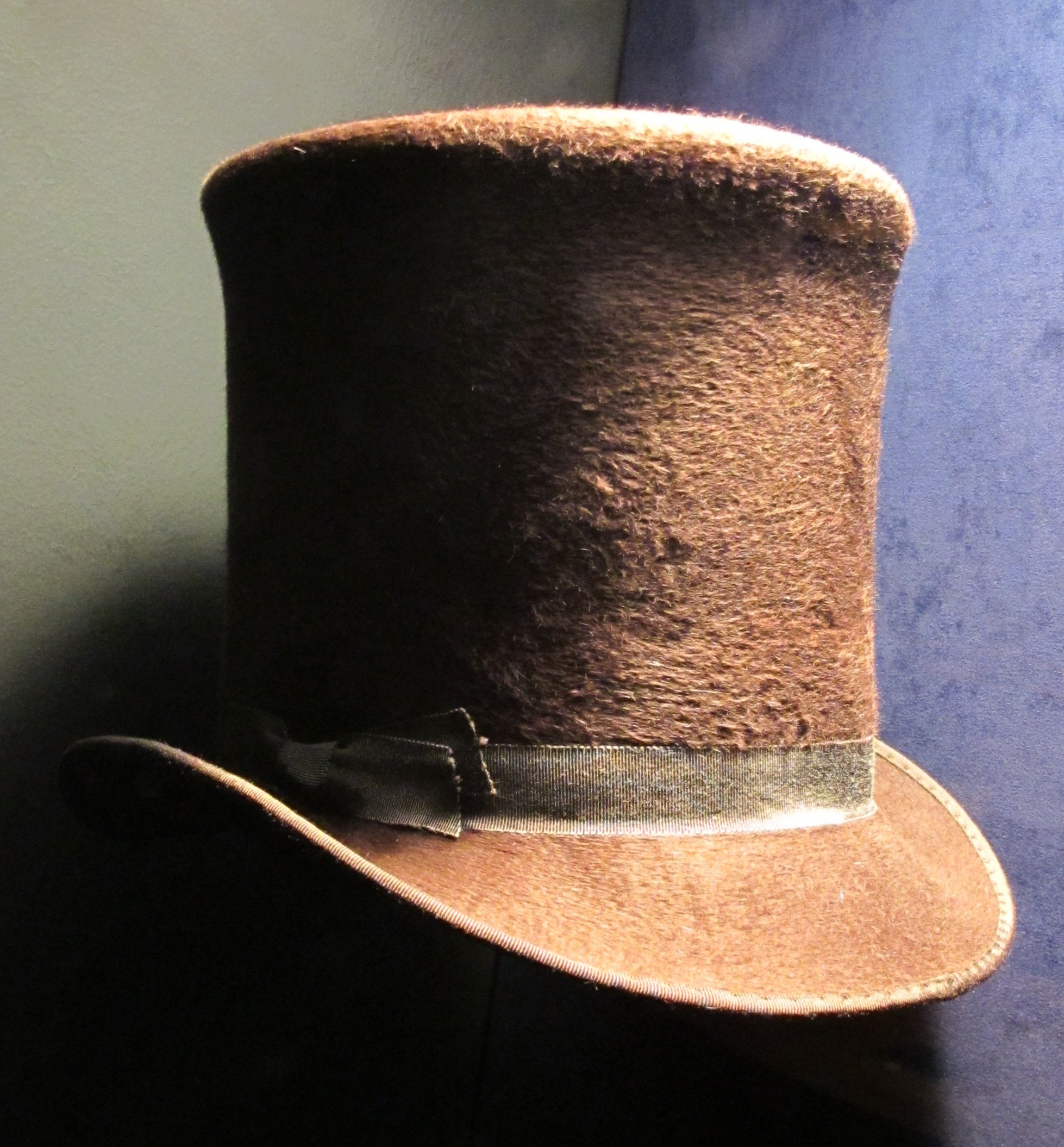 File Genuine beaver hat c.1850.jpg - Wikimedia Commons a6f7ad13a4a