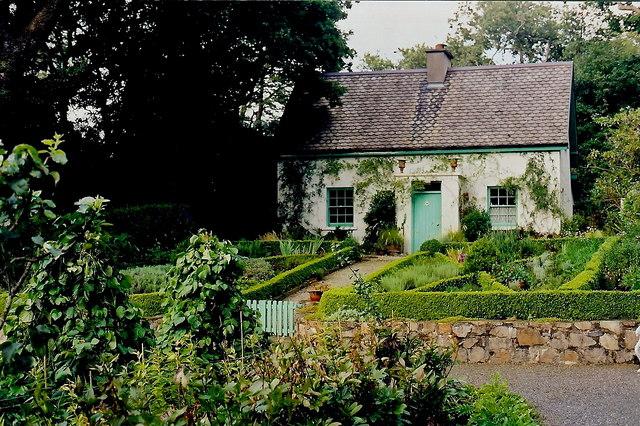 File:Glenveagh National Park - Gardener\'s cottage - geograph.org.uk ...