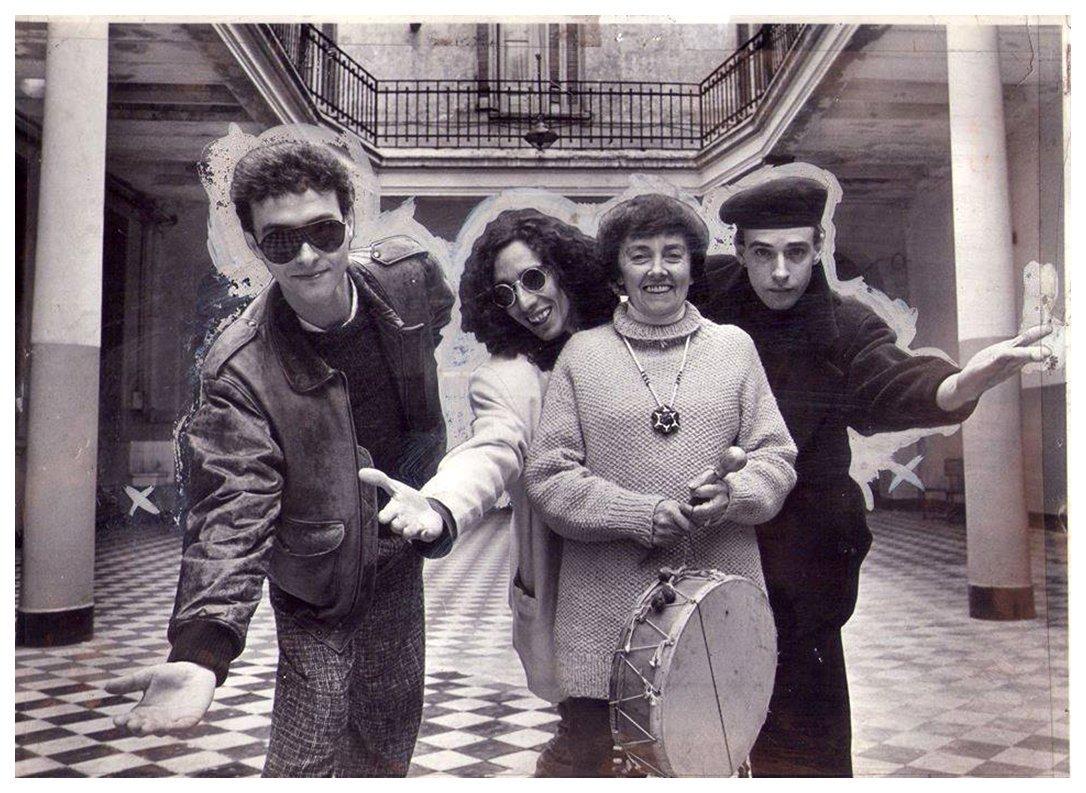 La folklorista Leda Valladares reunió una decena de músicos de varios géneros para su álbum Grito en el cielo (1989). En la foto: Pedro Aznar, Fito Páez, Valladares y Cerati.
