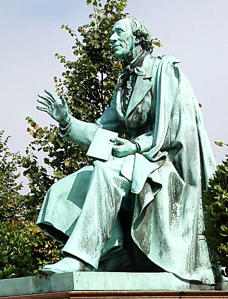 Escultura de Hans Christian Andersen en el Jardín de Rosenborg en Copenhague.