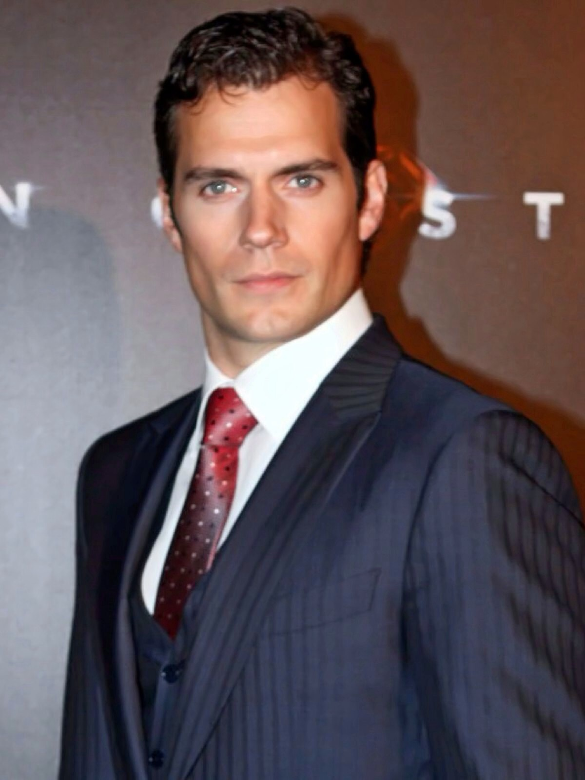 next james bond actor henry cavill dating