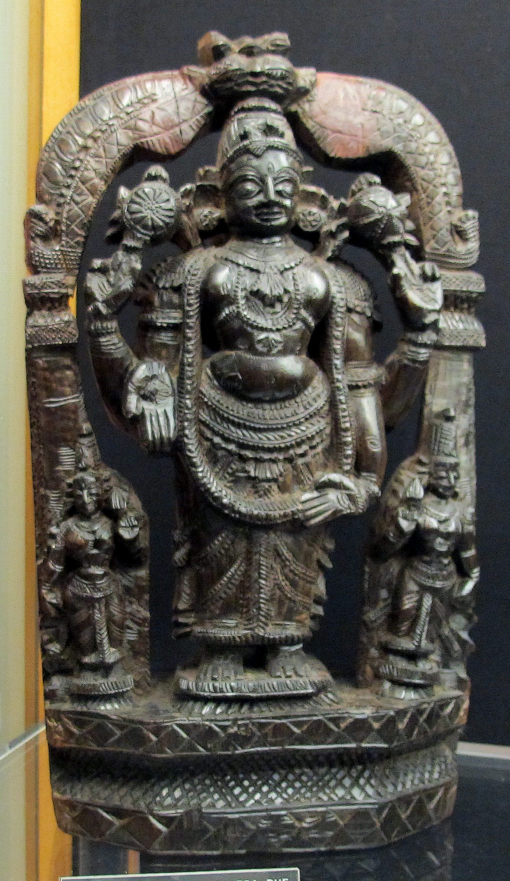 Tirupati India  city images : Description India, tirupati, statuetta di vishnu quadribrachio tra due ...